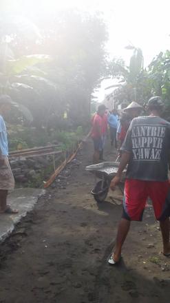 Pelaksanaan Cor Blok Jalan Dusun Nogosari