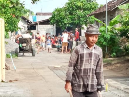 Pelaksanaan Cor Blok Jalan Dusun Klembon
